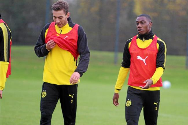 Denzeil Boadu (right) is training with Reading