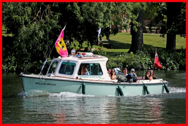 Reading Chronicle: Festival goers arriving by boat
