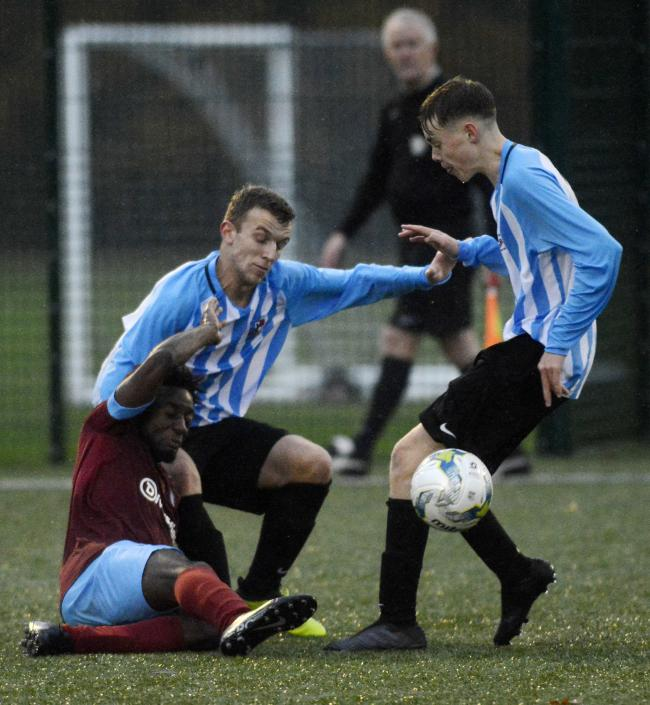 (191118) Berks County Sports (maroon) v Finchampstead (blue/white) - pics by Paul Johns.