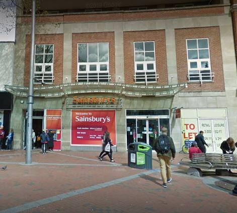 Woman in 70s left 'shaken' after being robbed at Reading cashpoint