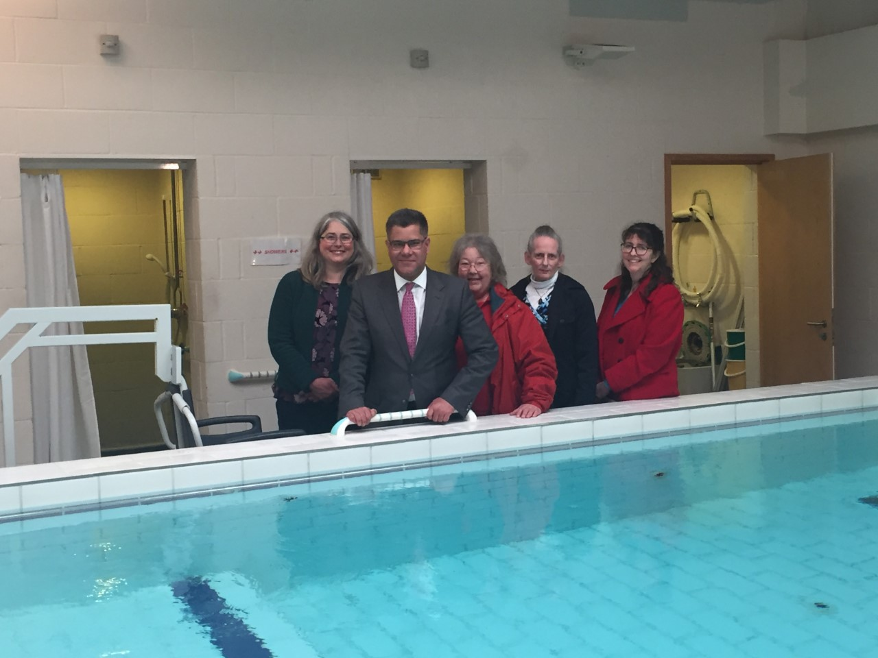 Alok Sharma MP with Stakeholder Group members Ramona Bridgman, Angie Burnish, Deborah Catherall and Julie Monahan at the Hydrotherapy Pool