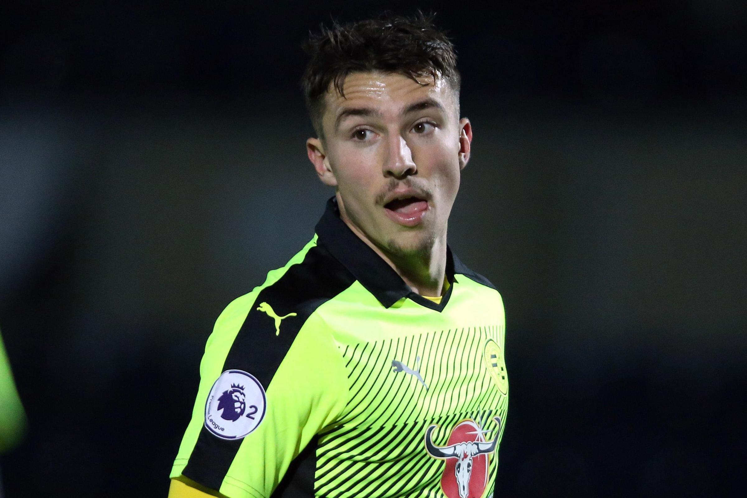 Andrija Novakovich has signed a new two-year deal with Reading.