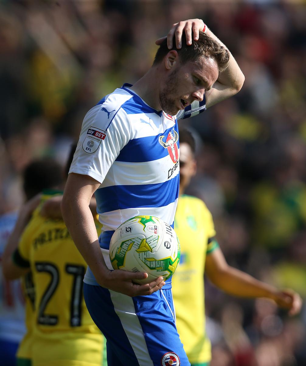 READING FC: Dave Edwards calls for Royals supporters to get off Chris Gunter's back after Hull display