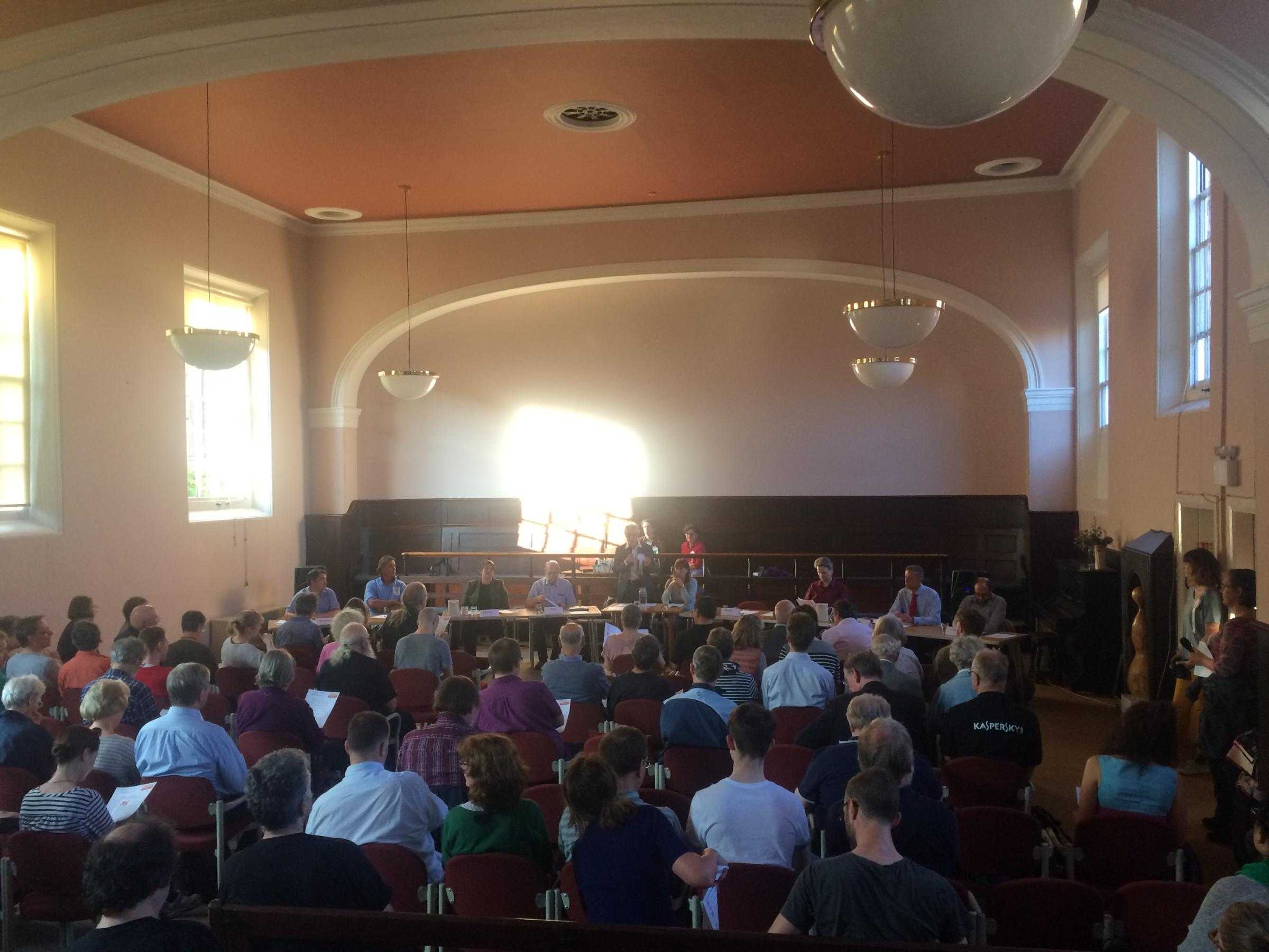 The crowd at the reverse hustings