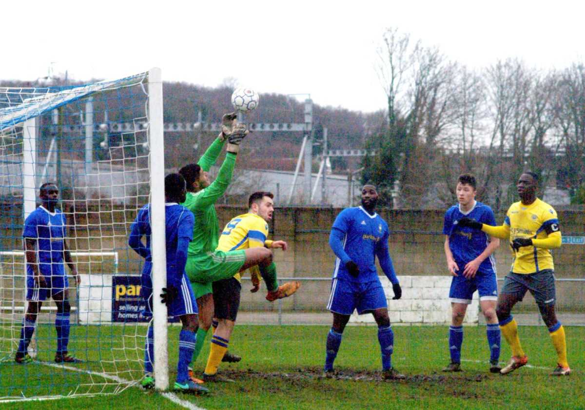 Highmoor Ibis goalkeeper Aaron Watkins claims the ball   Picture by Peter Toft