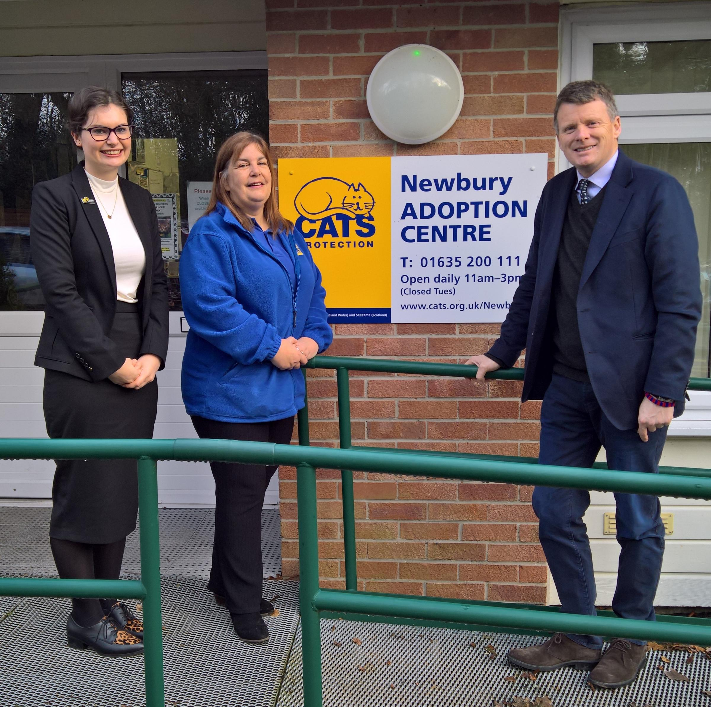 Richard Benyon visits cat adoption centre after Westminster debates on animal welfare