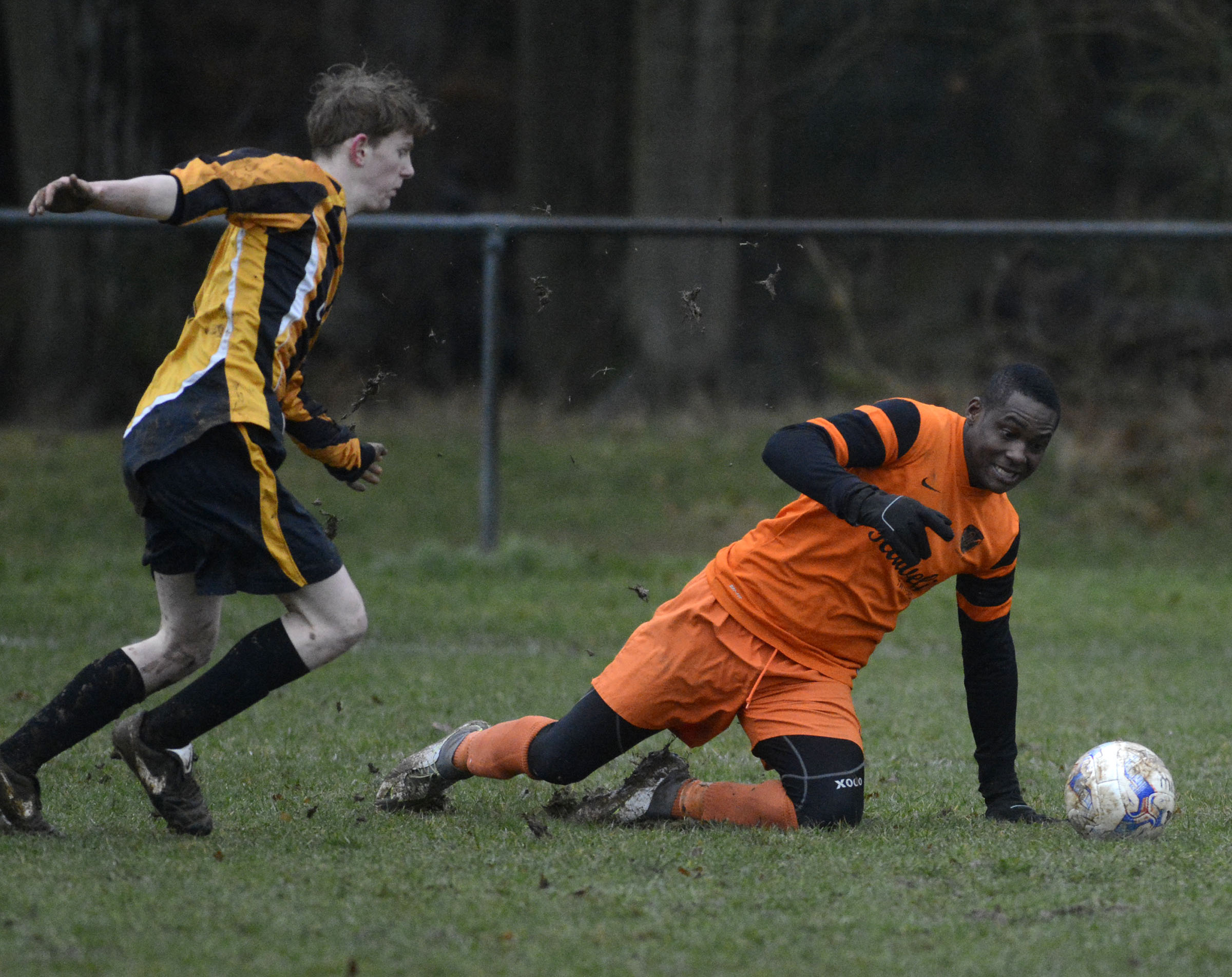 Rotherfield United (yellow/black) beat Hurst 5-1