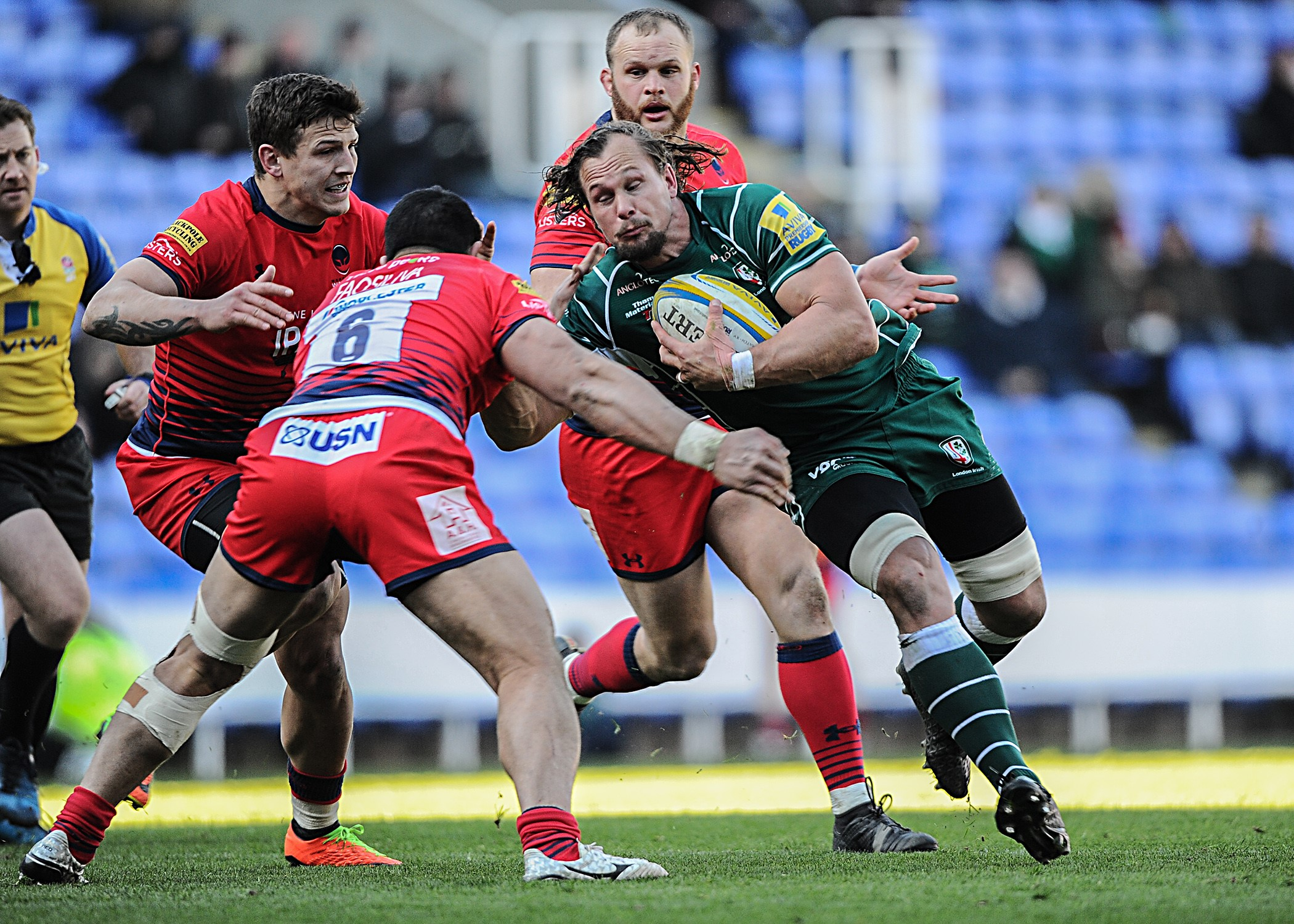 Arno Botha carries against Worcester Warriors   Picture by David M. Moore