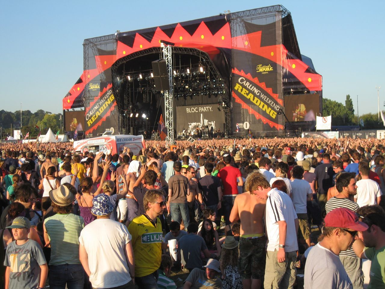 Taxi driver slapped with fine after collecting passenger at Reading Festival