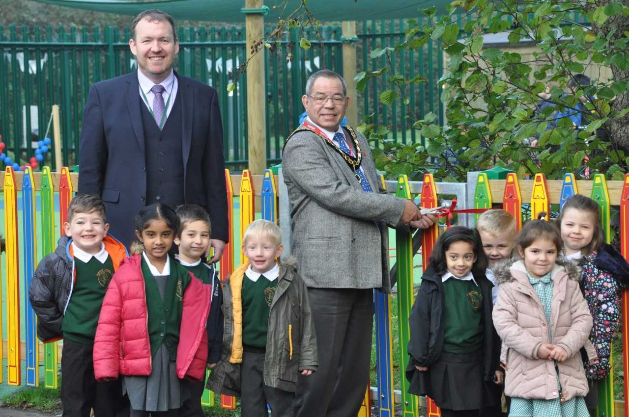 Head teacher Matt Hickey (left) with deputy Mayor of Woodley Sam Rahmouni