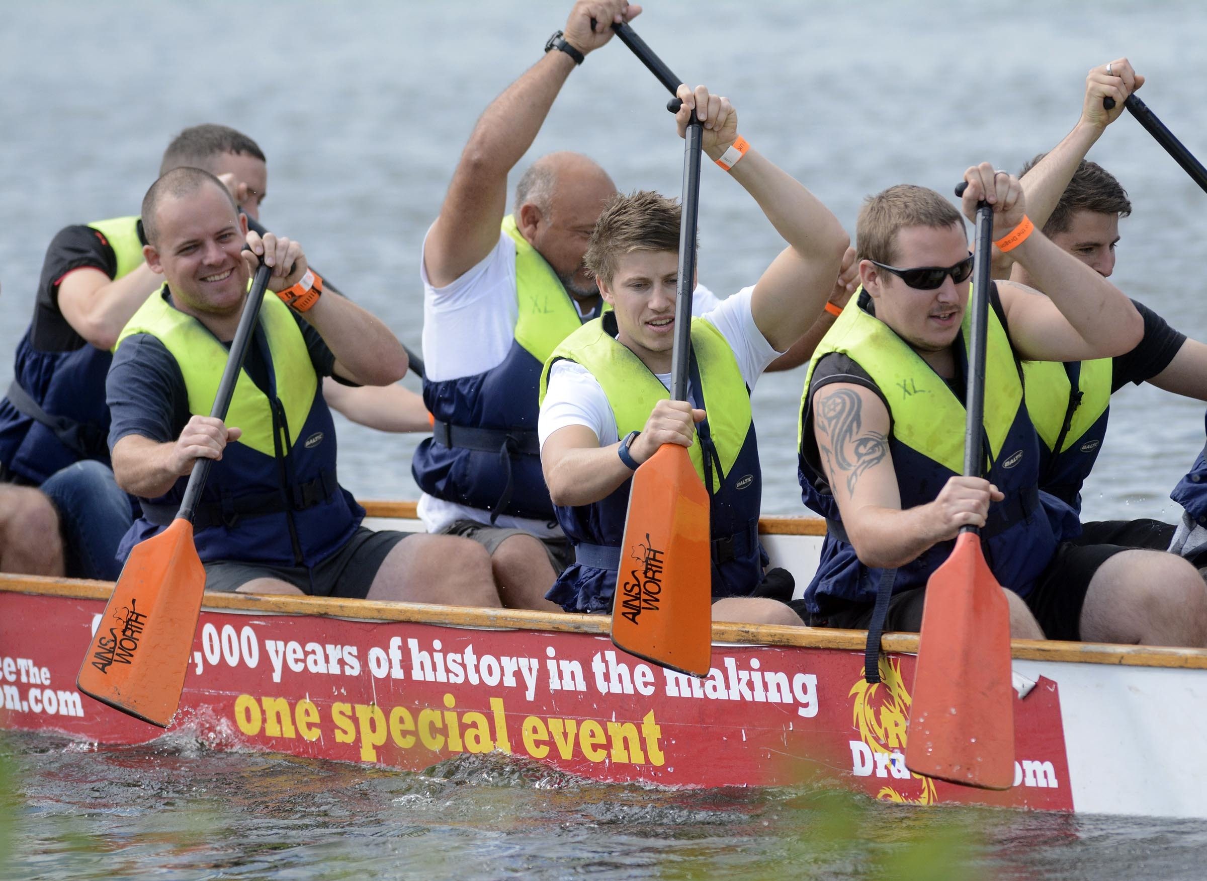 170856 - Dragon Boat racing at Thames Valley Park - pics by Paul Johns.