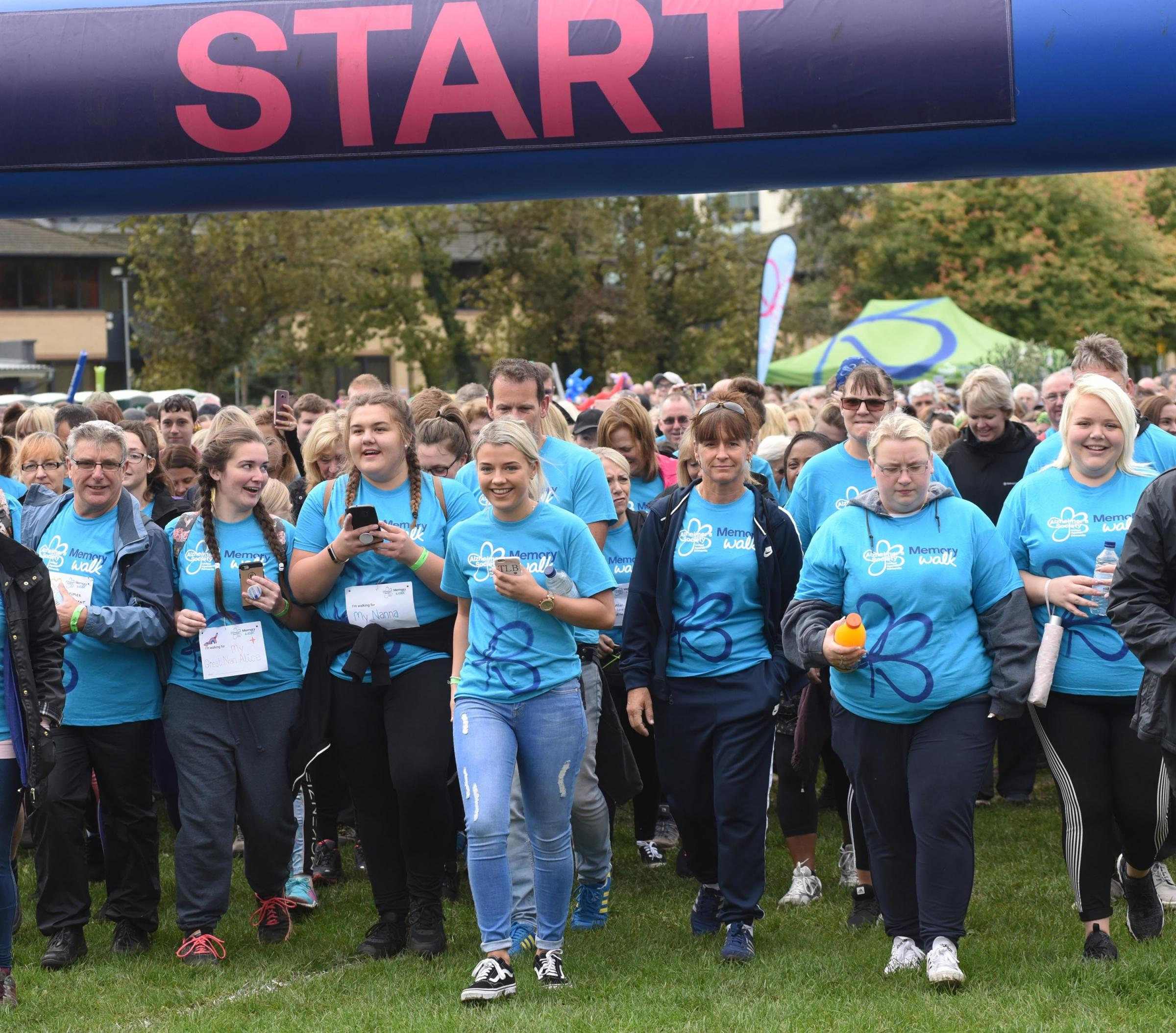 170987 .Walkers set off on the Memory Walk, organised by the Alzheimer's Society..The first-ever Memory Walk in Reading organised by the Alzheimer's Society..Napier Road,  King's Meadow, Reading..Picture by Nick Parford..