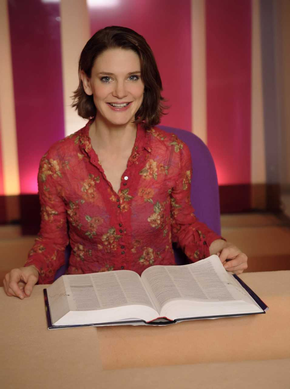 Susie Dent is coming to Newbury