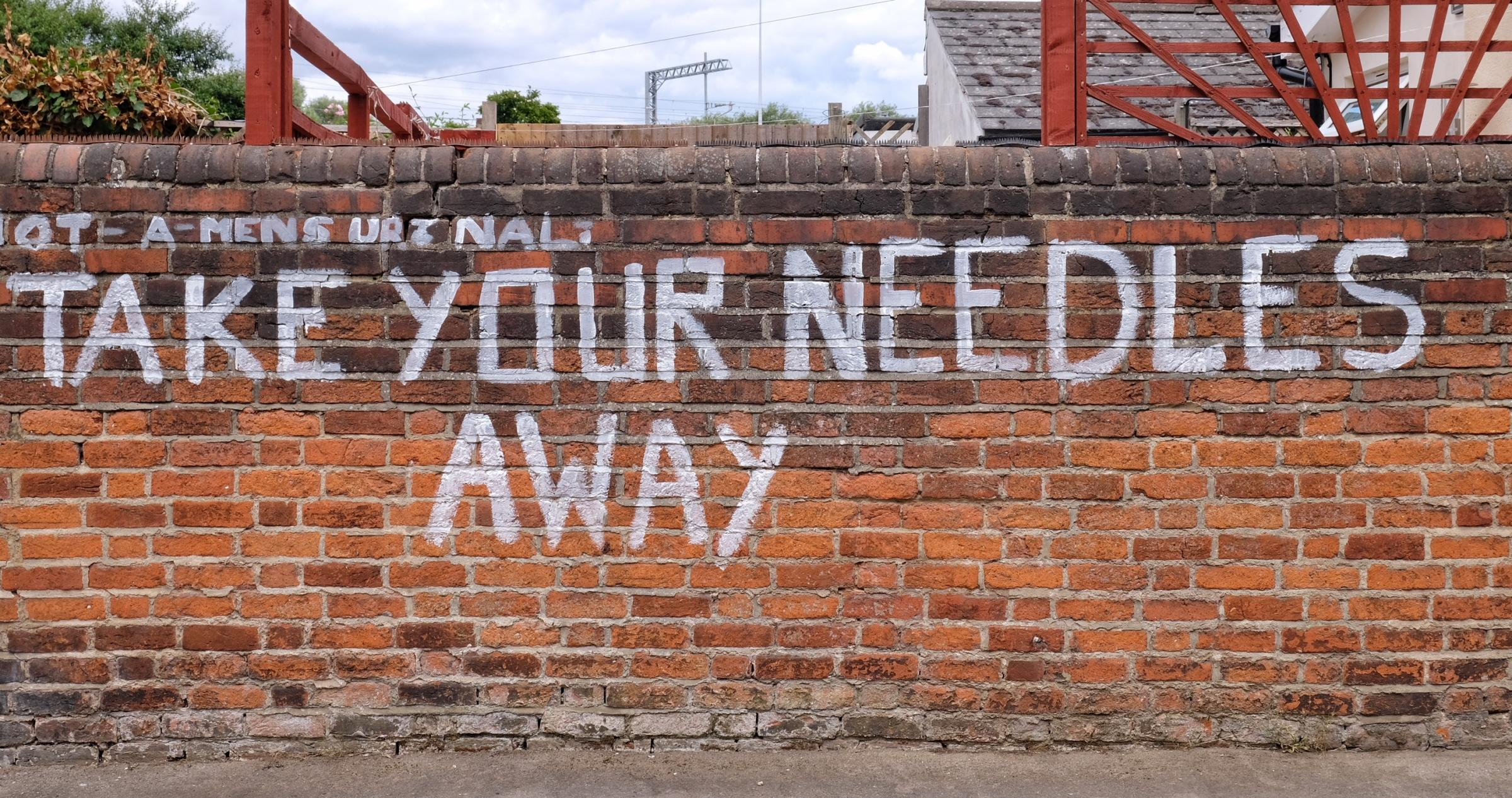 180741 No Drugs Graffitti on Cambridge Street Reading - Pictures: Mike Swift...