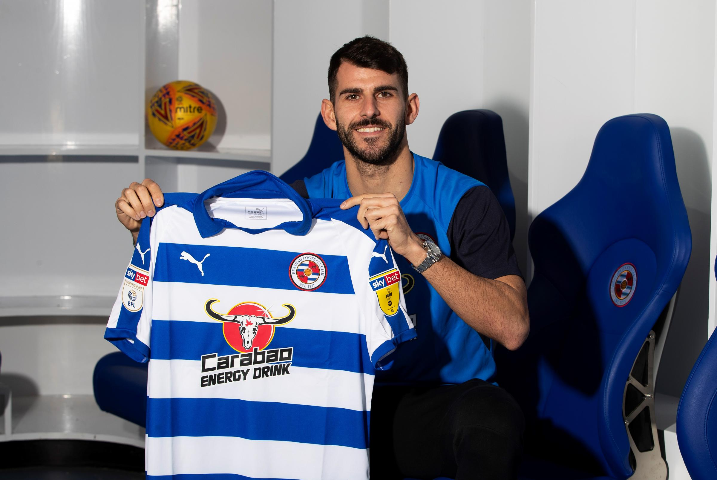 Nelson Oliveira has joined Reading on loan.