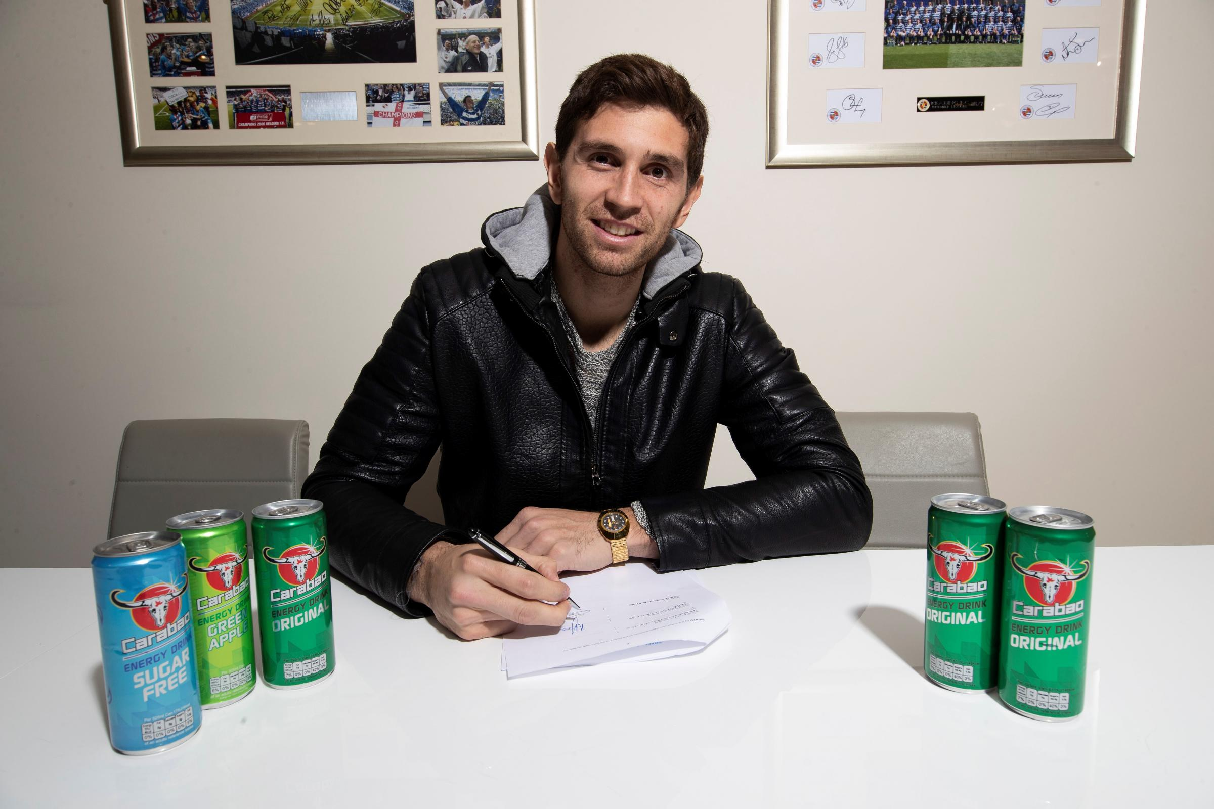 Emiliano Martinez signs on loan for Reading FC.