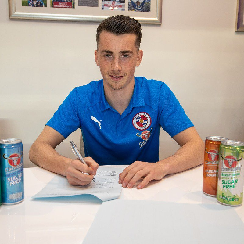 Ryan East signs his new contract with Reading FC.