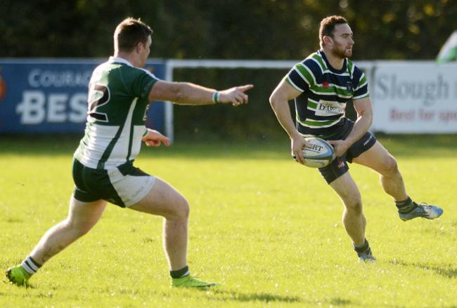181054 - Slough (green/white) v Reading Abbey (green/blue/white) - pics by Paul Johns.