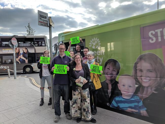The Green Party's ell-electric bus stopped in Reading